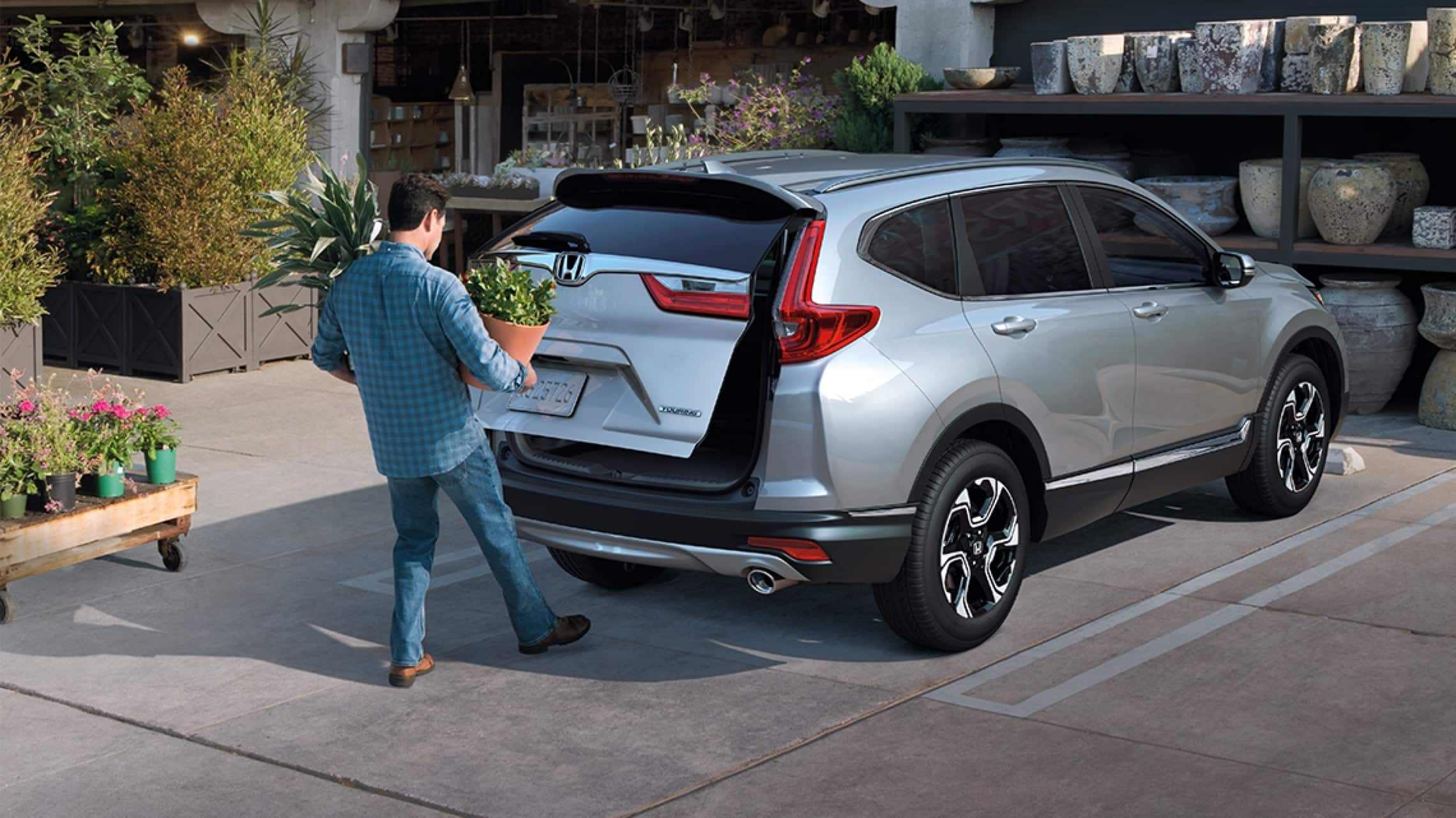 2019 Honda CR-V Touring demonstrating hands-free access power tailgate.